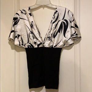 Sz M women's black & white BEBE top blouse used